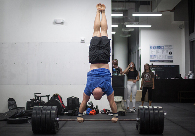 Handstand Like A Boss: How to Maximize Gains & Prevent Injury By Going Upside Down